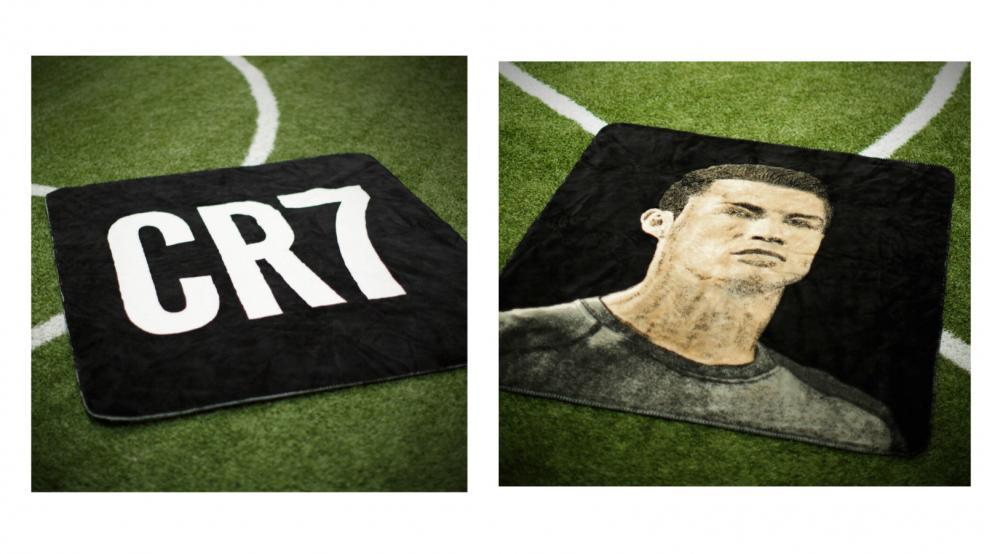 Best Soccer Gifts: Cristiano Ronaldo Blanket From Elite Team