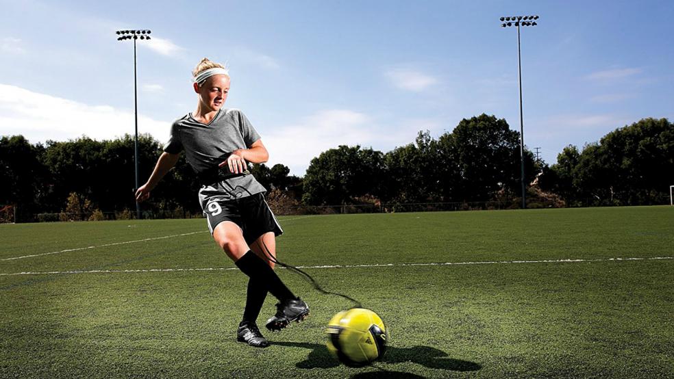 Last Minute Soccer Gifts Amazon Prime: SKLZ Star Kick Solo Soccer Trainer