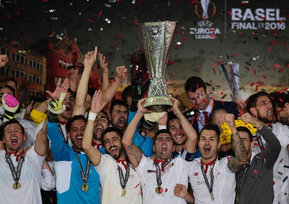Sevilla hoist the Sevilla Cup