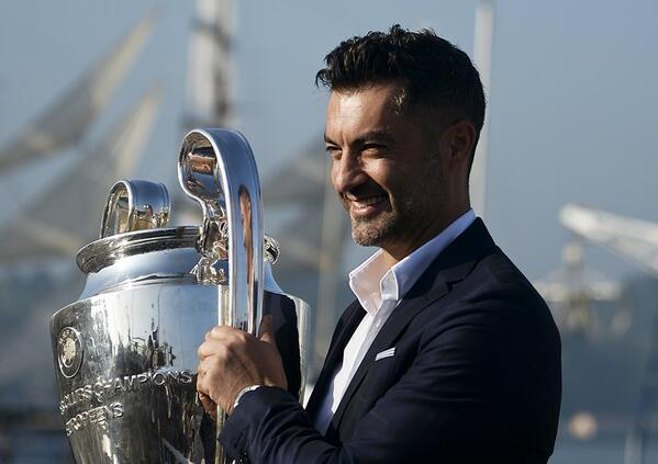 Soccer Players With Most Trophies - Vitor Baia