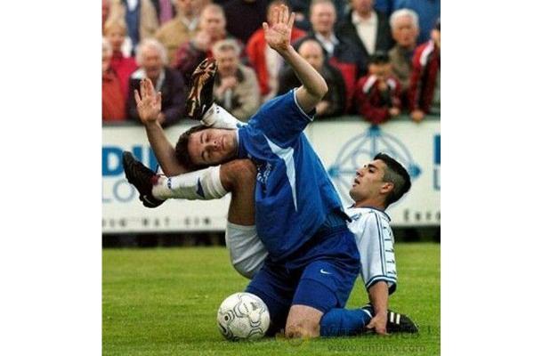 footballers enter a human knot