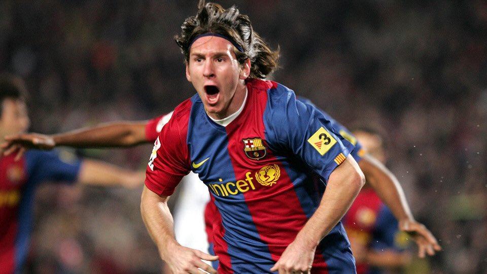 Messi long hair