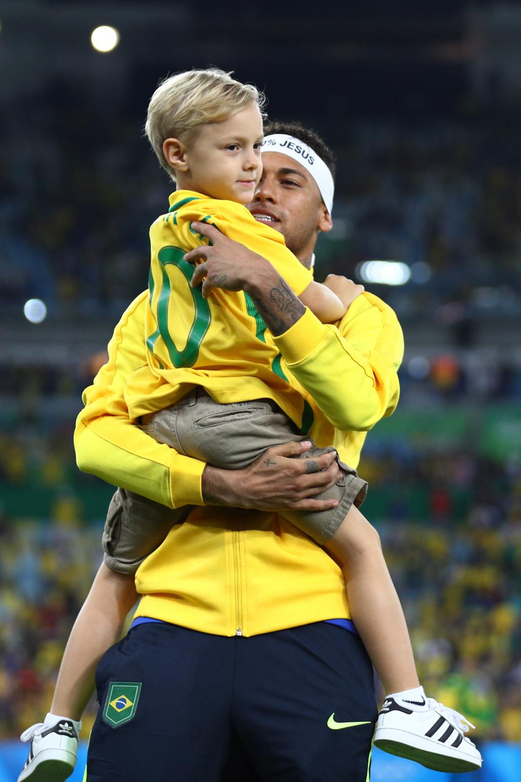 Neymar and son celebrate after 2016 Olympics
