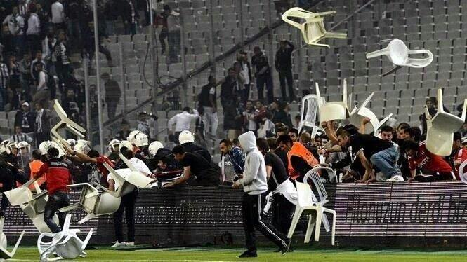 Besiktas Ultras Throw Chairs