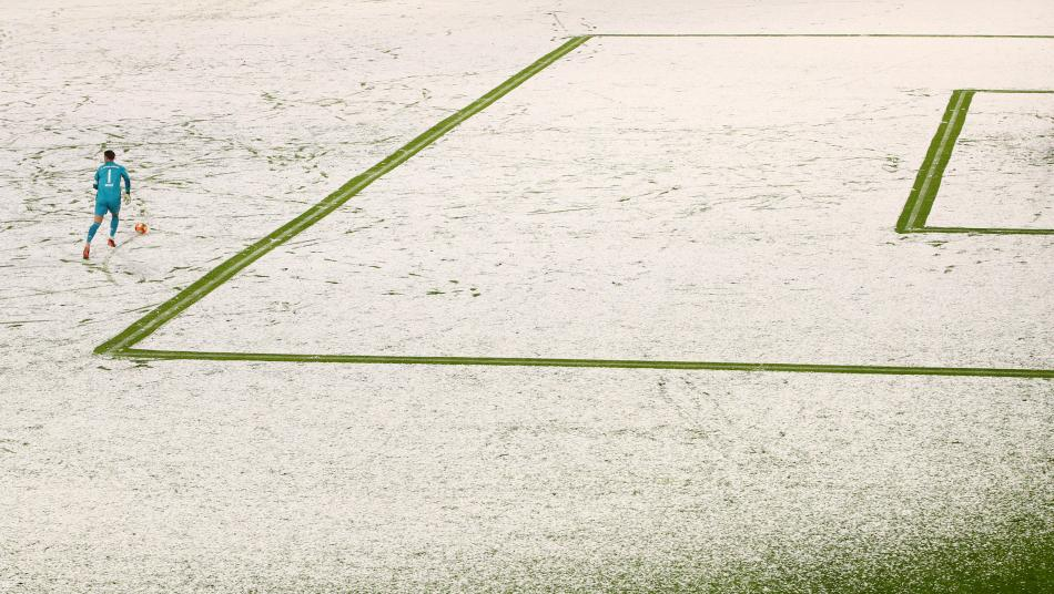 Manuel Neuer playing in the snow.