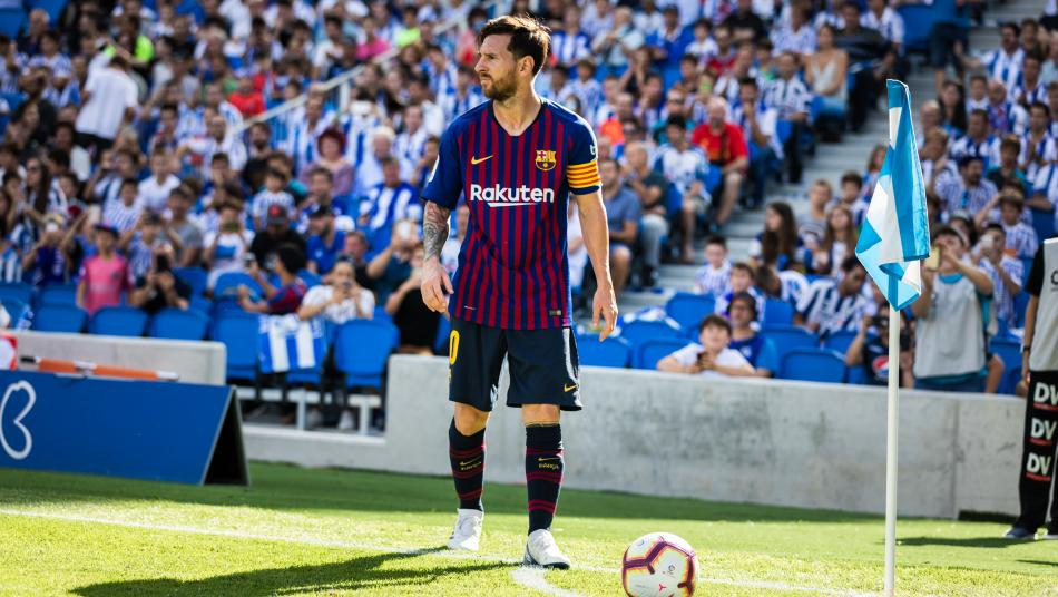 Lionel Messi corner kick