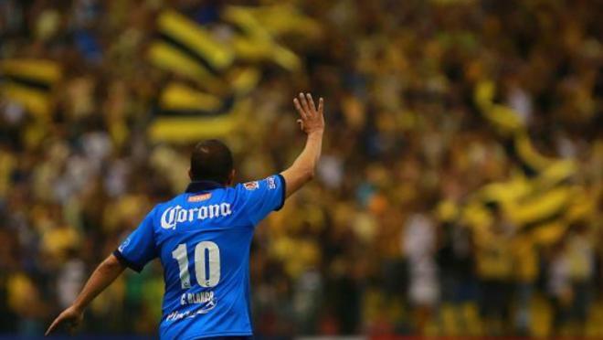 Cuauhtemoc-Blanco-standing-ovation-estazio-azteca-puebla-club-america