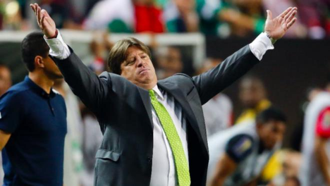 Miguel Herrera might have punched a journalist