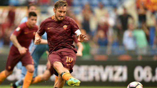 Francesco Totti rescues AS Roma.