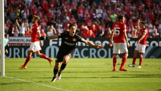 """Javier """"Chicharito"""" Hernadez defeats Mainz 3-2."""