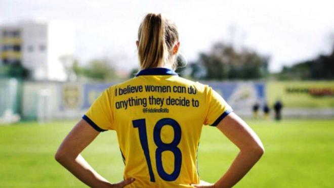 Sweden's women wear inspirational tweets on football shirts