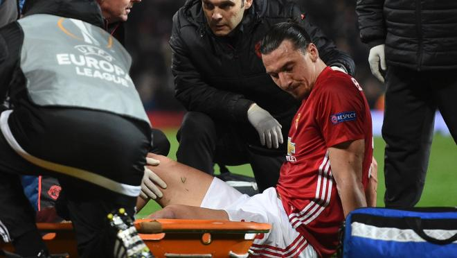 Zlatan Ibrahimovic knee injury