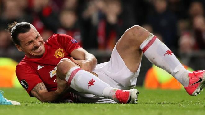 Zlatan Ibrahimovic knee