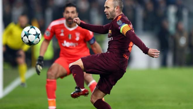 Andres Iniesta standing ovation at Juventus Stadium