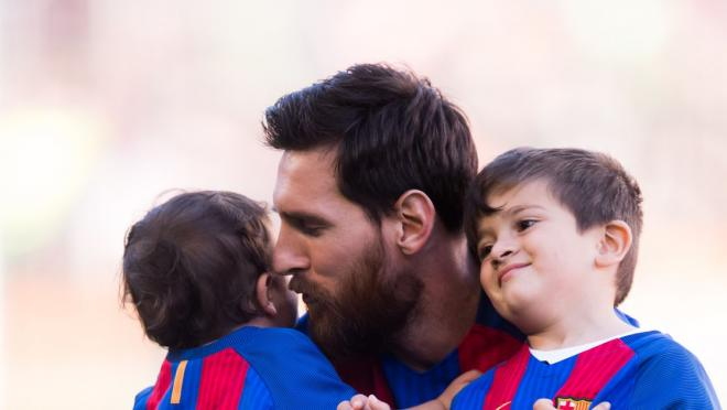 Lionel Messi with Mateo and Thiago