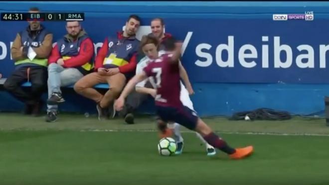 Luka Modric double nutmeg vs Eibar