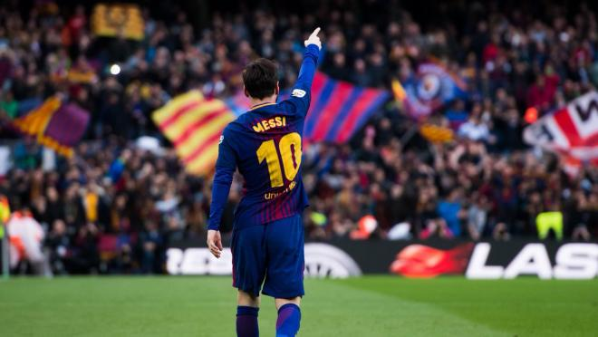 Lionel Messi assists Luis Suarez