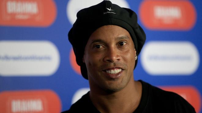 Ronaldinho playing in prison?