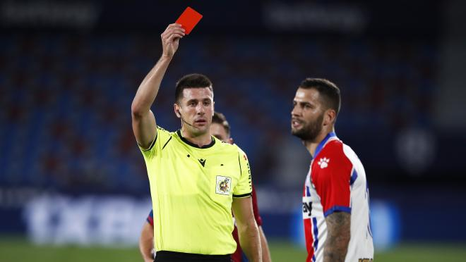 Edgar Mendez red card