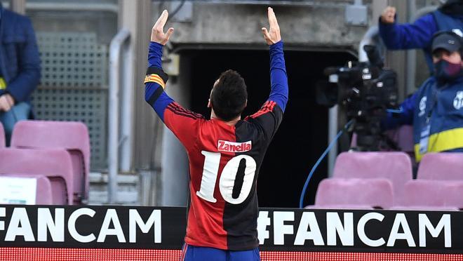 Messi Maradona tribute