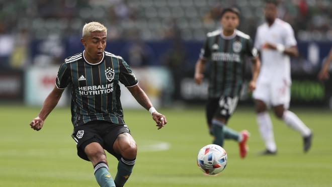 Julián Araujo Puede Jugar Por México