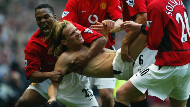 Diego Forlan playing without shirt.