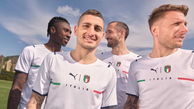 Italy away kit 2021