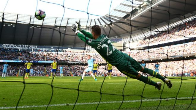 De Bruyne misses penalty against Everton.