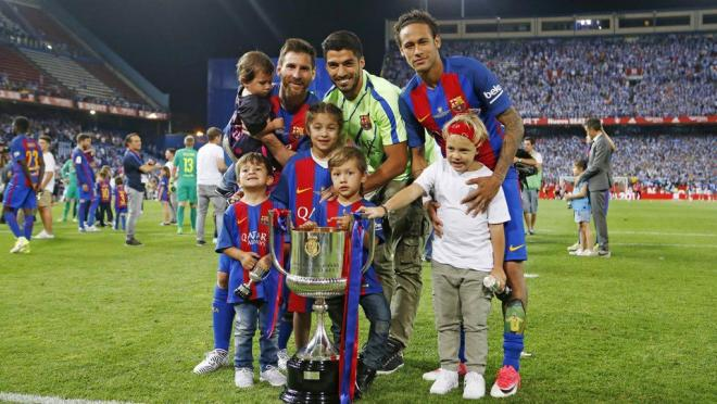 Messi, Suarez, Neymar and children