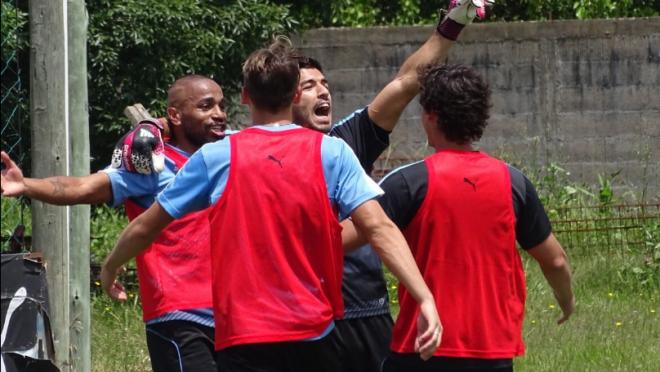 Suarez scores as goalkeeper at Uruguay training