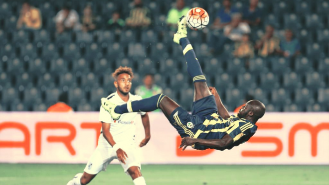 Moussa Sow Bicycle Kick