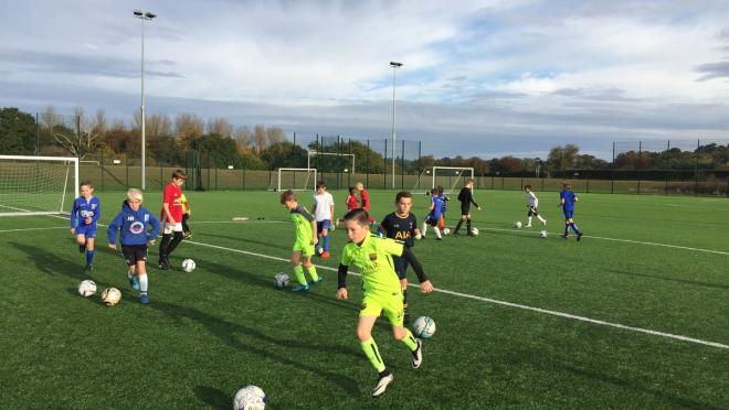 Ejercicio de posesión de entrenamiento de fútbol juvenil