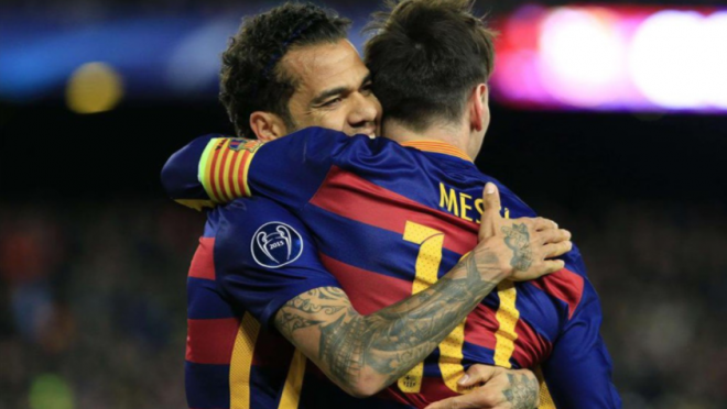 Lionel Messi and Dani Alves link up passes