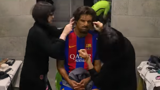 Rivaldo in disguise plays with Barcelona fans