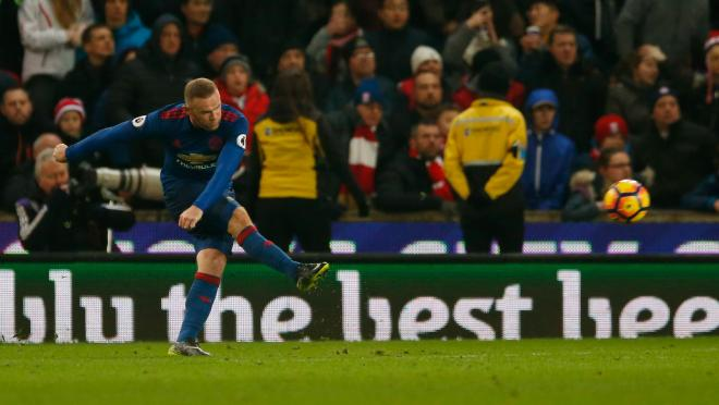 Wayne Rooney Breaks Manchester United and Sir Bobby Charlton's scoring record with a free kick to make it 250 goals