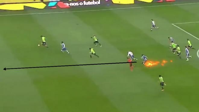 Porto's Danilo shows off speed
