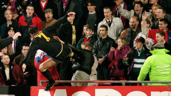 Eric Cantona kicks a Crystal Palace Fan
