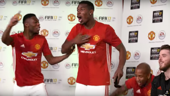 Manchester United Players Play FIFA