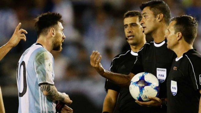 Video Lionel Messi Yelling at Referee