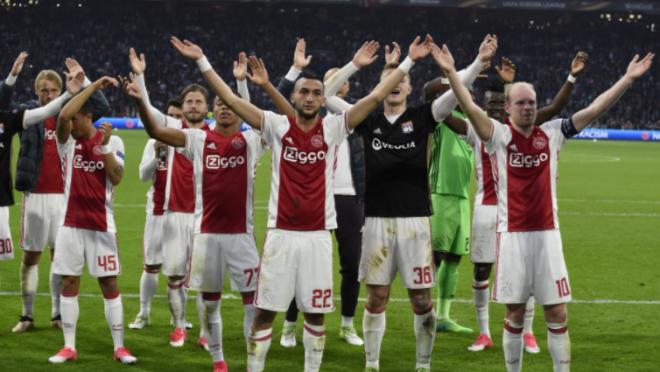 Ajax fans signing Bob Marley