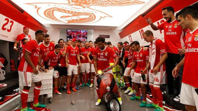 Benfica celebrate title on a scooter