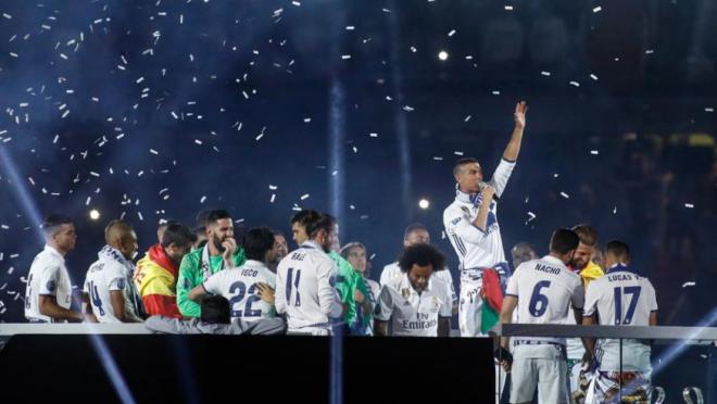 Cristiano Ronaldo joins Ballon D'or Chants