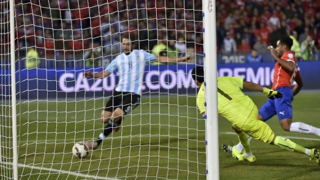 Higuaín Misses for Argentina