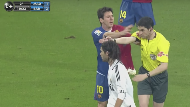 Lionel Messi Pushes Referee
