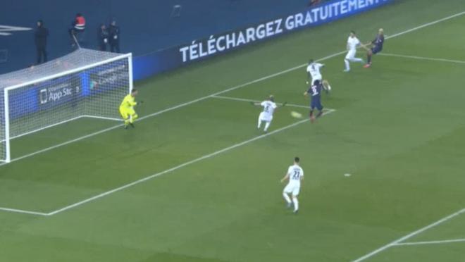 Edison Cavani Back Heel Goal