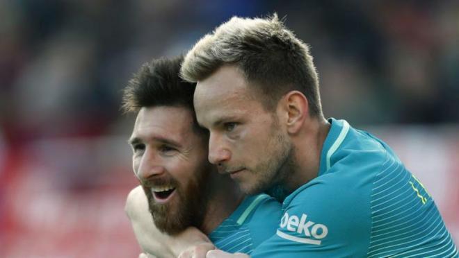 Lionel Messi owns Ter Stegan in Training