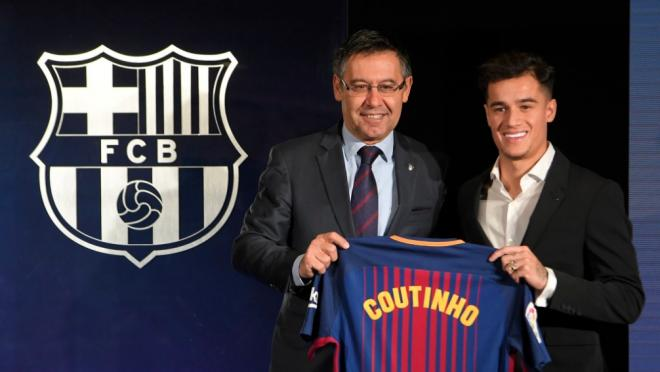 Phil Coutinho presented at the Camp Nou
