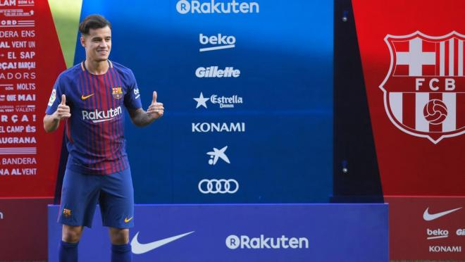 Coutinho happily gives a thumbs up in a fresh Barcelona uniform.