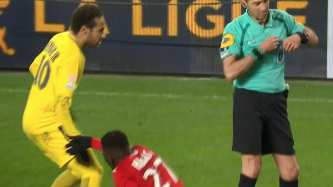 Neymar Trolling Rennes Player