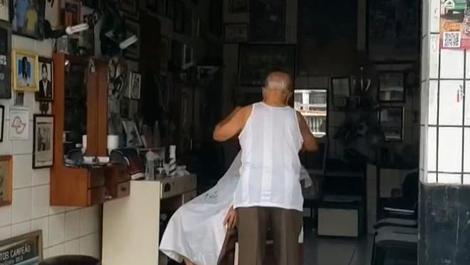 Pele Still Visits The Same Barber After 64 Years